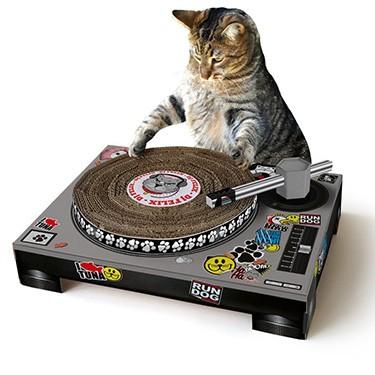 Vintage-Cat-Playhouse-1